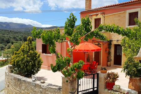 Gorgeous & cosy old Cretan home - Tylissos