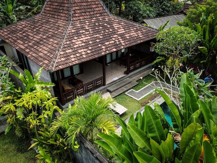 """PRAMA house #2 """"Charming 2BR wooden house ubud"""""""