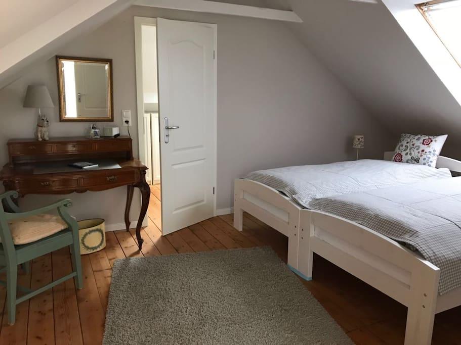 Schlafbereich // 1 x 2 m Betten können zusammen geschoben werden