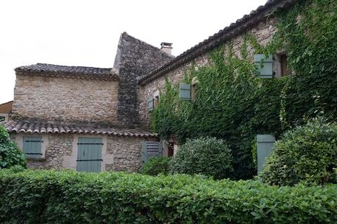 Maison de caractère en Gard provençal