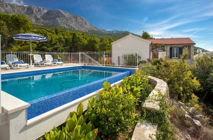 cttu147/  Villa with private pool above Tucepi, in a quiet hamlet Podstup, for 4 + 1 persons