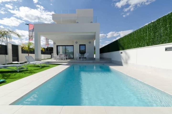 Villa  70 de luxe 5* a la plage   piscine chauffée