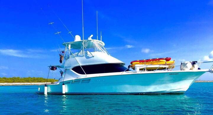 Spectacular yacht in los roques paradise