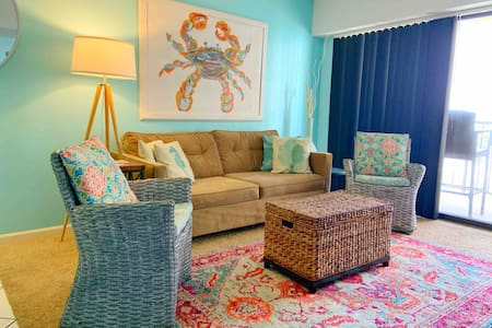 Beautiful 1 Bedroom Condo Steps From The Beach
