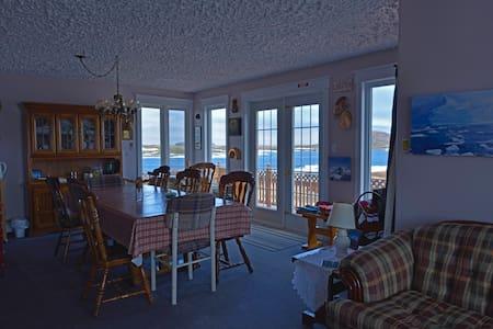 5 Lower Ocean View, Jenny's Runestone House B&B