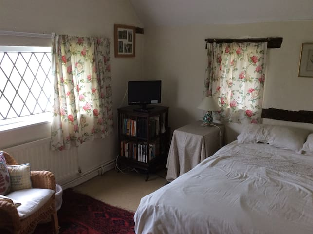Lovely room in country cottage