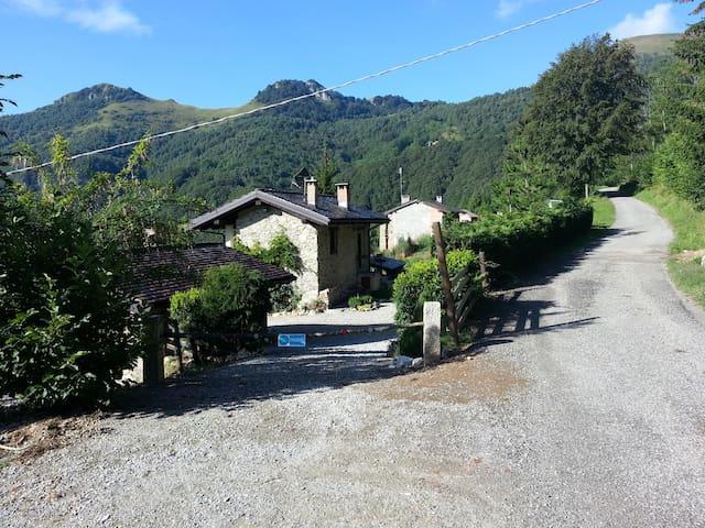 Baita Chalet di montagna - Rittana - House