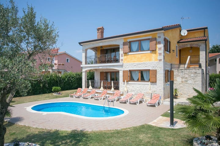 Villa Familina with Pool