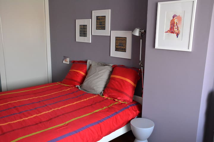 Spacious room with private bathroom/toilet - Roeselare - บ้าน