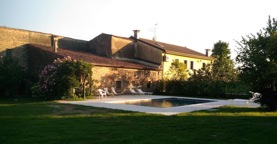 Quiet country house w/ swimming pool near Verona!