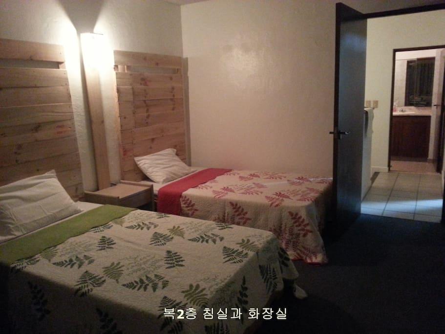 2층 침실과 화장실