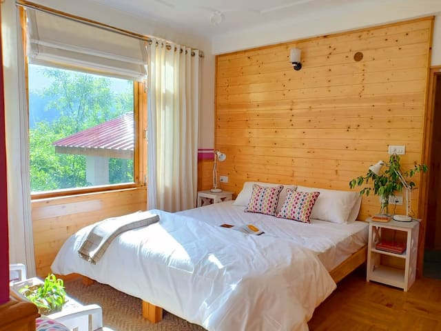 Seclude Orchard Manali - Plum Tree (Private room)