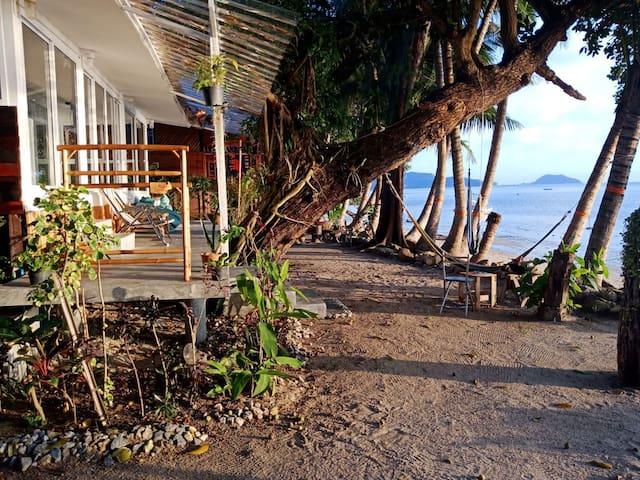 casa paraiso- beach front boutique home