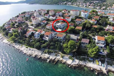 One bedroom apartment with terrace Seget Vranjica, Trogir (A-10328-b) - Seget Vranjica - Huoneisto