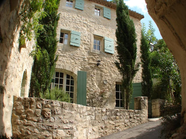 Village house in the heart of Provence