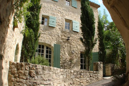 Village house in the heart of Provence - Boulbon