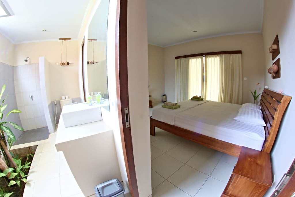 Open bathroom with small garden, fresh air guarantied