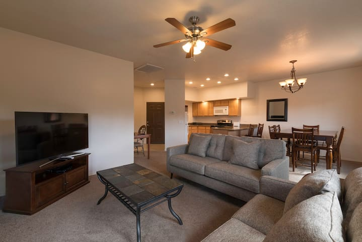 2 Bedroom Apartment - Minutes from Grand Canyon