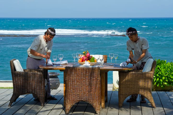 Enjoy 5-star service w/chef, 4BR Villa at Beach