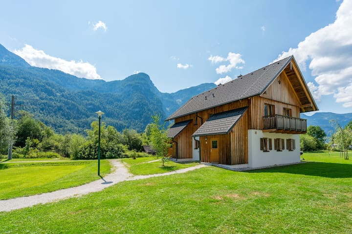 Cozy Apartment in Obertraun with Swimming Pool