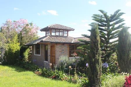Hacienda Paraiso- Hummingbird suite - Cotacachi