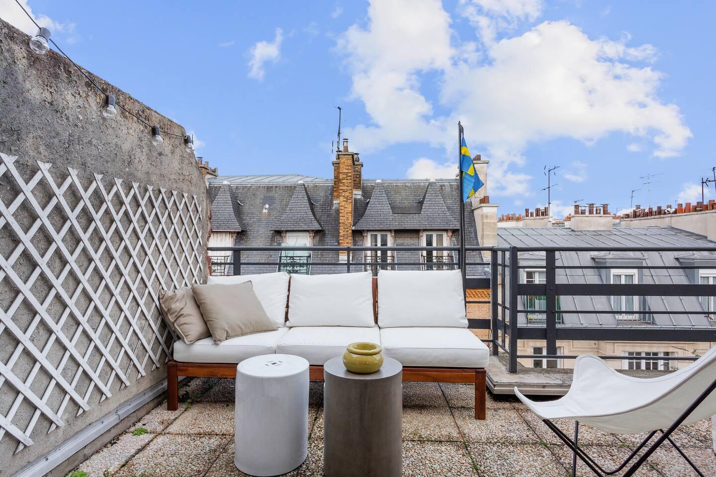 Superbe terrasse avec vue sur les toits de Paris / Superb terace, view on the roofs of Paris