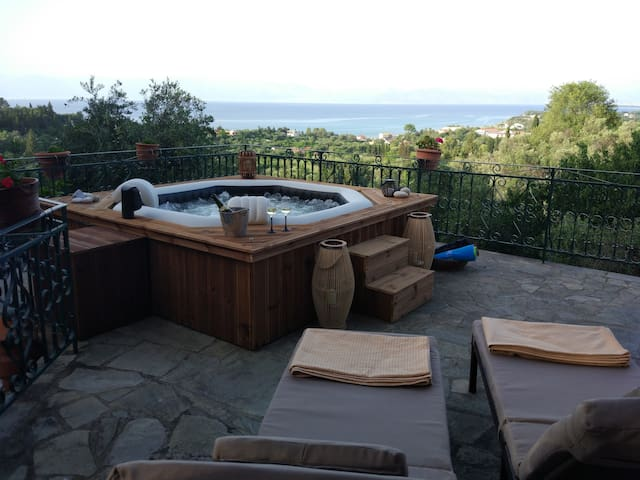 Hydrojet and airjet heated spa