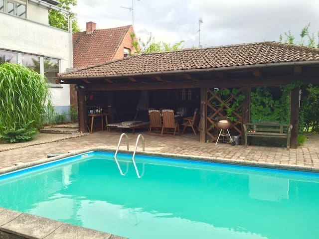 Lovely pool. Unique Pool House - Glostrup - Haus