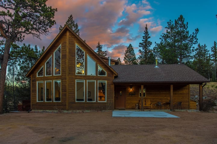 The Beaver Lodge, your mountain getaway on 30 ac!