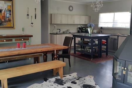 Golden View Luxury Self Catering - Clarens - House