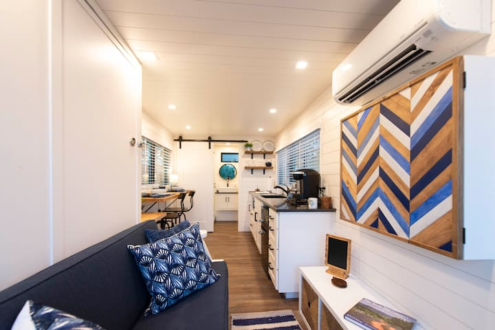 The Bluebonnet-Tiny Container Home Country Setting 12 min to Downtown