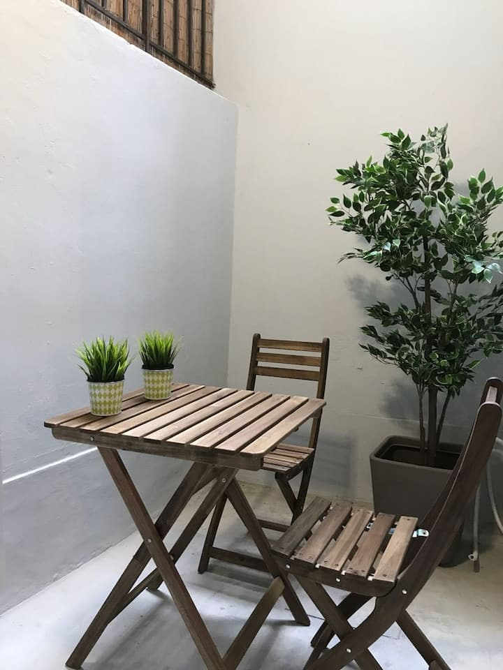 Renovated apt, 5' from metro, close to US embassy