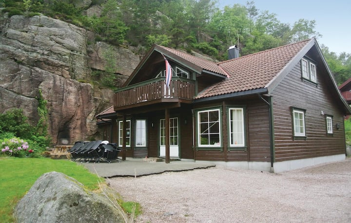 Amazing home in Lindesnes with Sauna and 6 Bedrooms