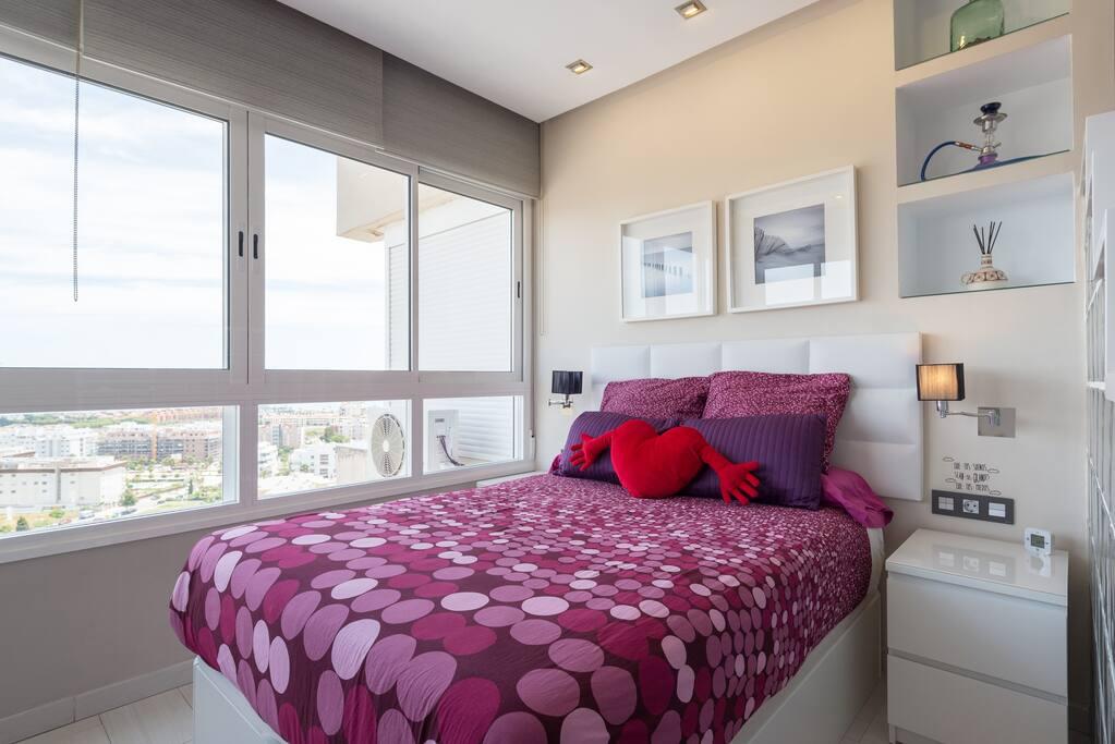 Relájate en un colchón queen size de alta calidad Relax on a high quality queen size mattress