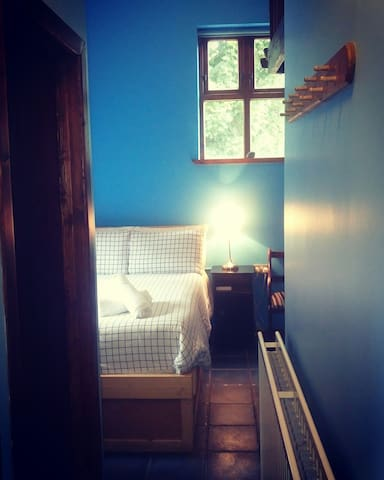 Charming and Cosy Blue Room - Moville