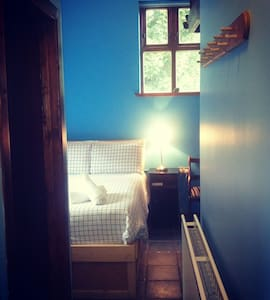 Charming and Cosy Blue Room - Moville - Wikt i opierunek