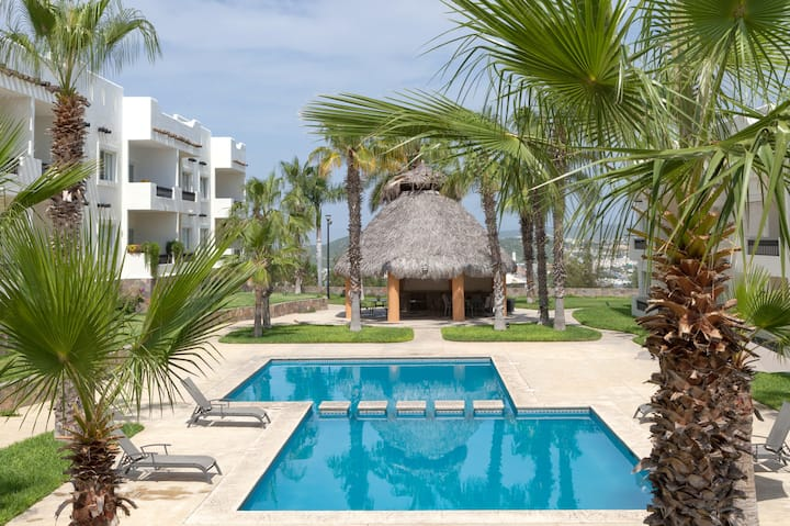Safe & convenient apartment with 3 pools to enjoy