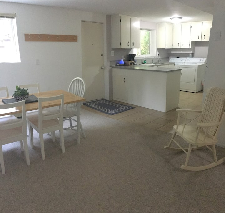 Clean & Spacious 1 Bedroom Suite in Quiet Area