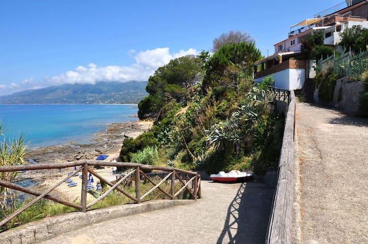 Bilocale Palinuro Centro e direttamente sul mare