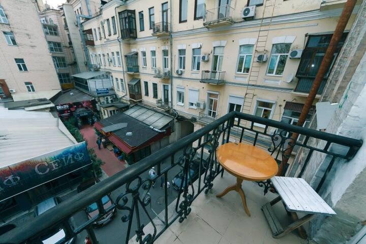 THE BEST LOCATION IN KIEV. 2 SPRT BEDROOMS