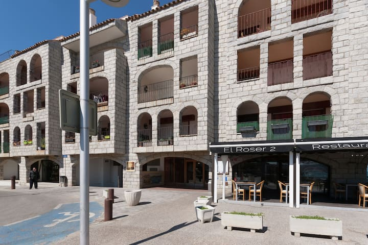 Spacious Apartment in L'Escala with Balcony