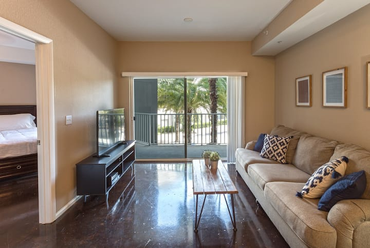 Luxury Tampa Mid-rise with Pool and Gym!