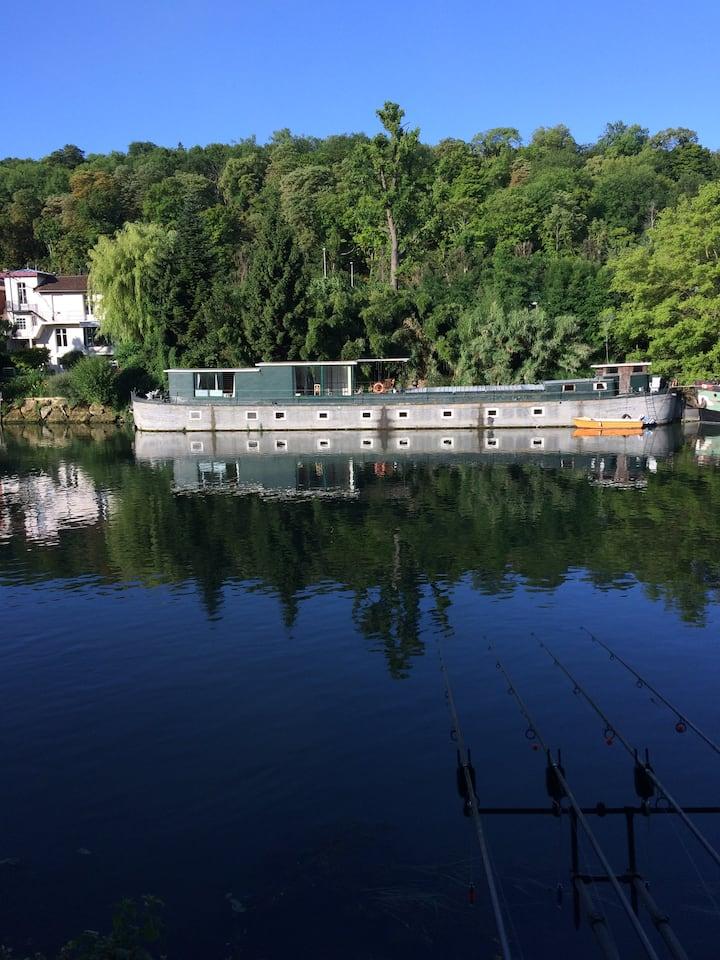 Péniche d'habitation 250 m2 sur bras de Seine