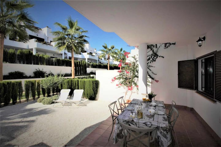 Casa Pingo, luxury apartment on the beach with shared swimming pool