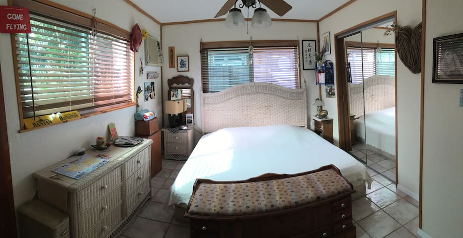 Private room w/private bath in Key West w/parking