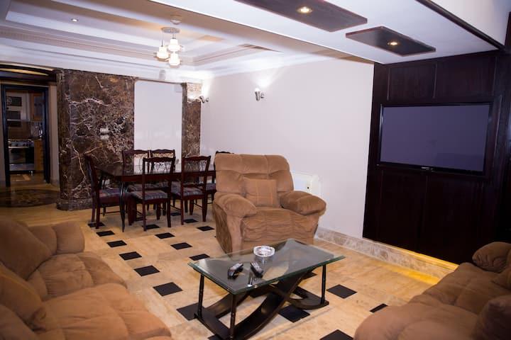 Tohfa Luxury Apartment Triple Room