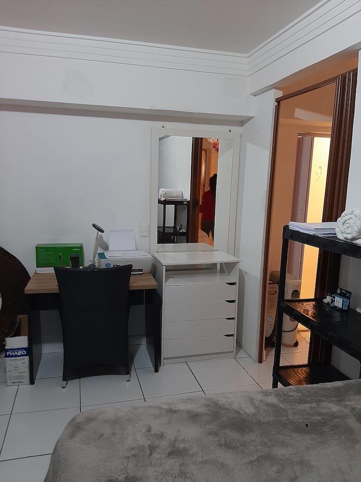 Hostel  com quarto individual metrô clinicas