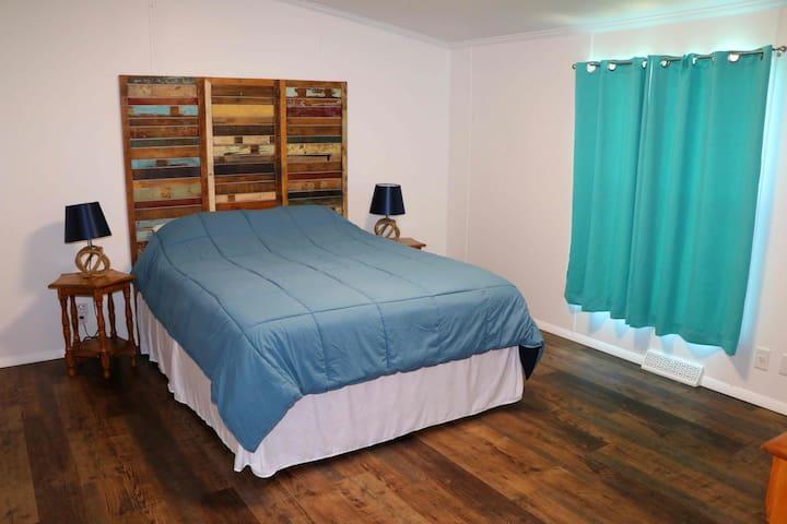 Bedroom #2 - queen bed