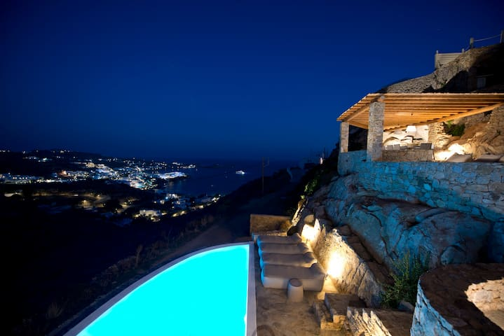 3 BDR Villa Azurite w private pool in Psarou