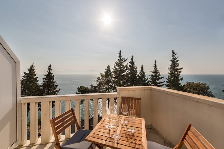 Apartment Sunrise-One Bedroom Apt with Sea View
